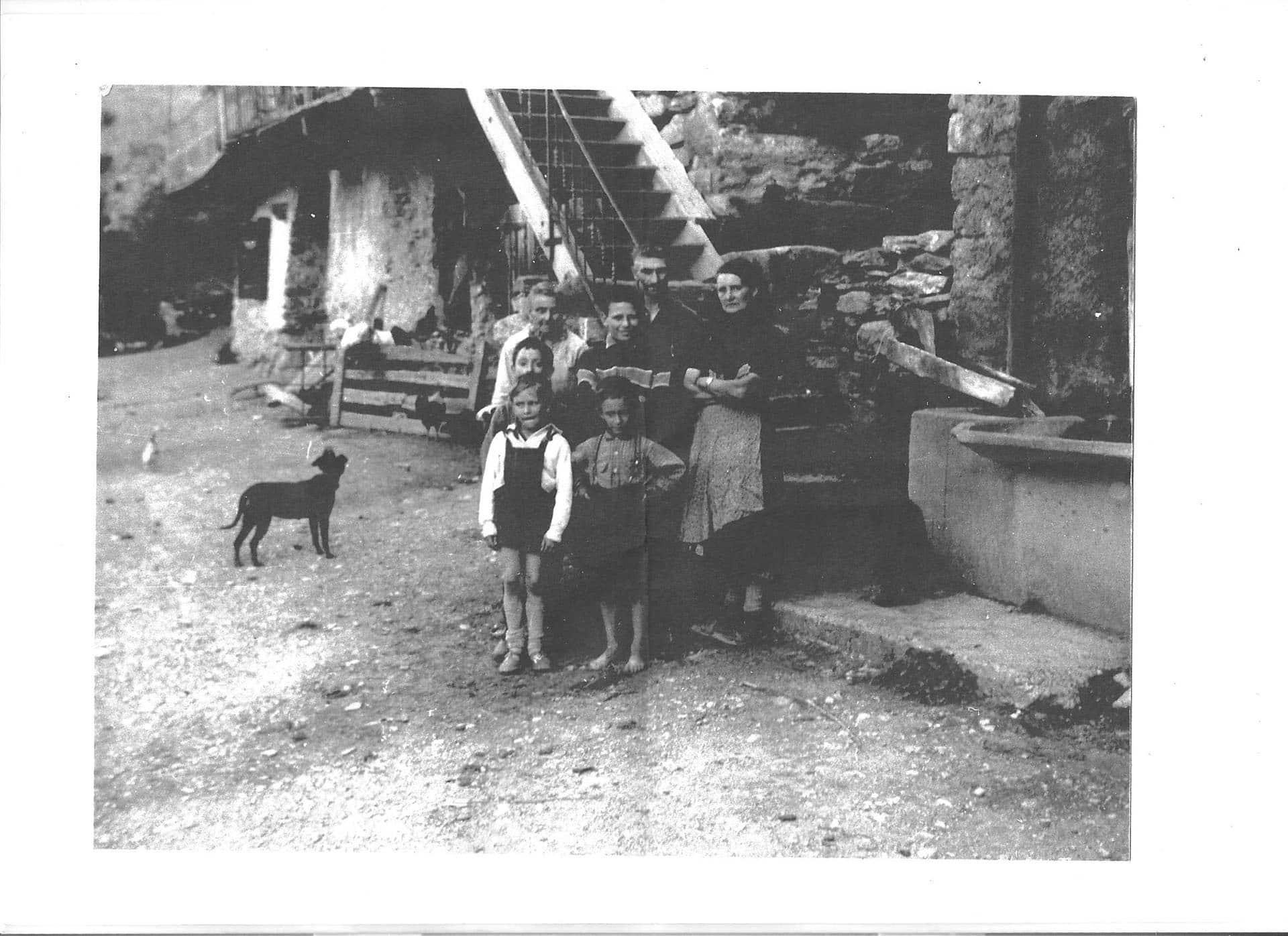 La famille Buffe au complet aux Sagnes fin des années 50