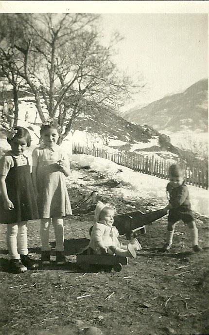 1946 : Monique, Maryse, Gutin et Roger Argence