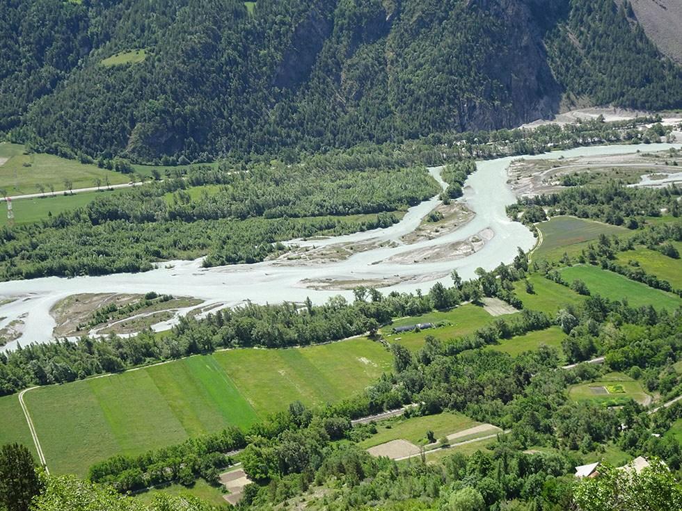 Rive droite de la Durance, les grandes parcelles remembrées de la plaine de l'Isclette.