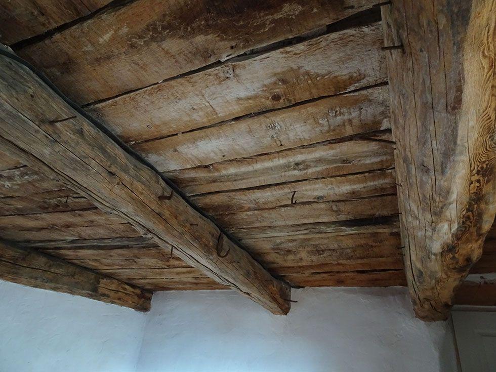 Plafond « brut » ; Ferme Elzéard La Combe.