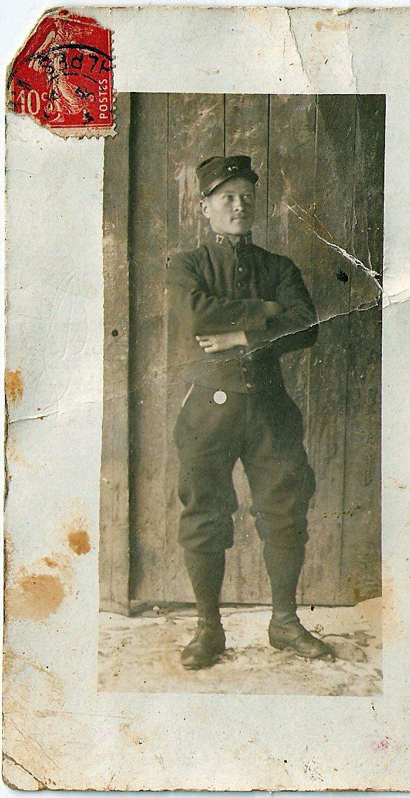 Baptiste Guieu beau père de Jeanine. Photo 1909 lors de son service militaire.