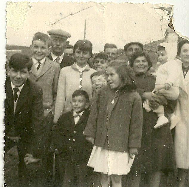 21 avril 1964 la famille réunie à ND du Laus pour la communion solennelle de Jacques