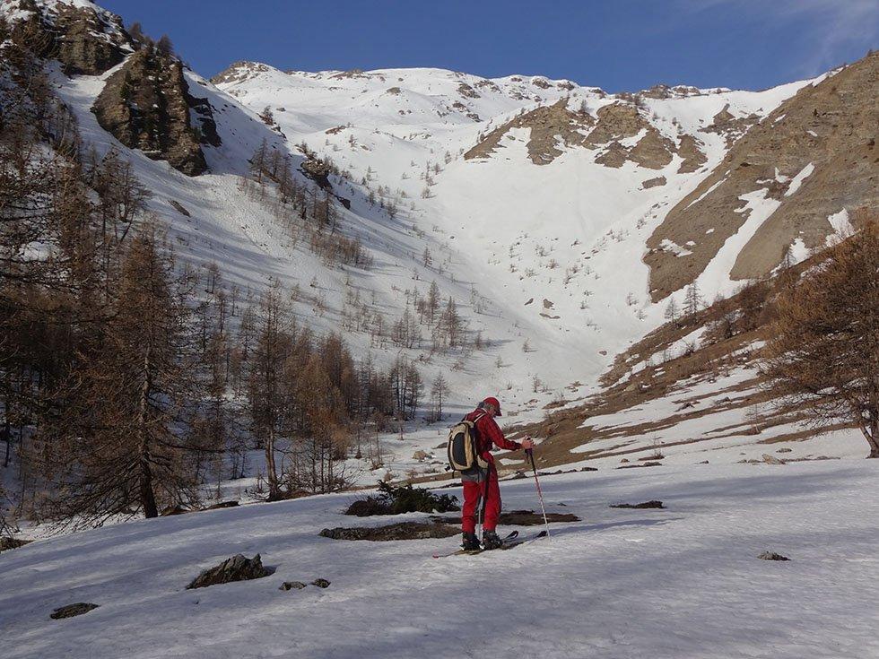 Le Vallon supérieur au printemps dominé par le plateau de l'Alp et le Pinfol