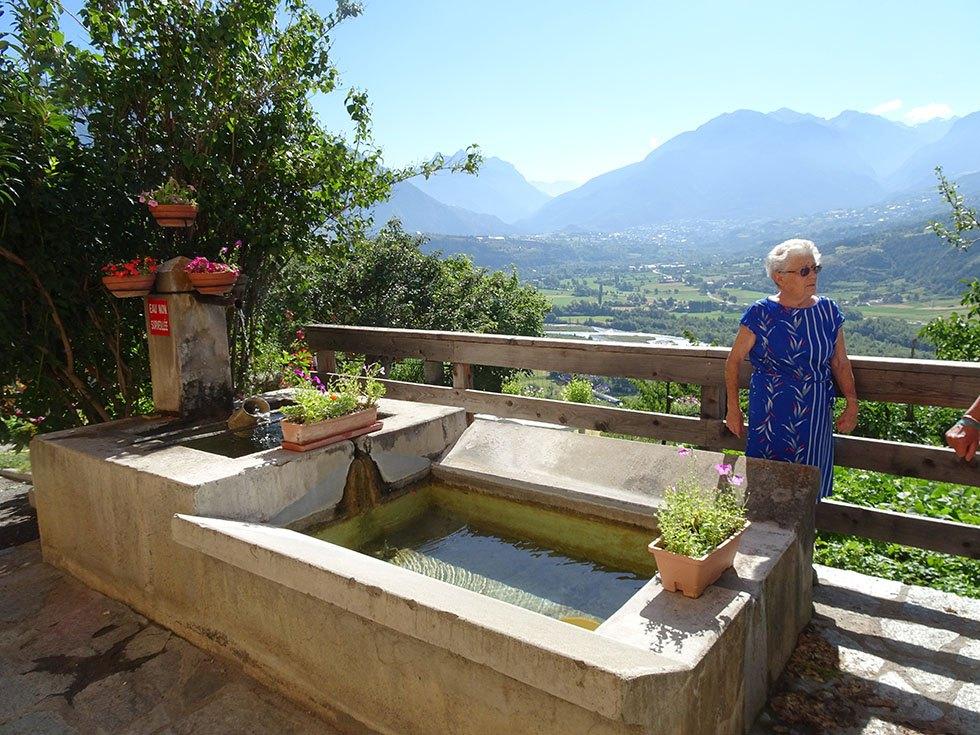 Jeanine Guieu devant « son » bassin des Mensolles basses