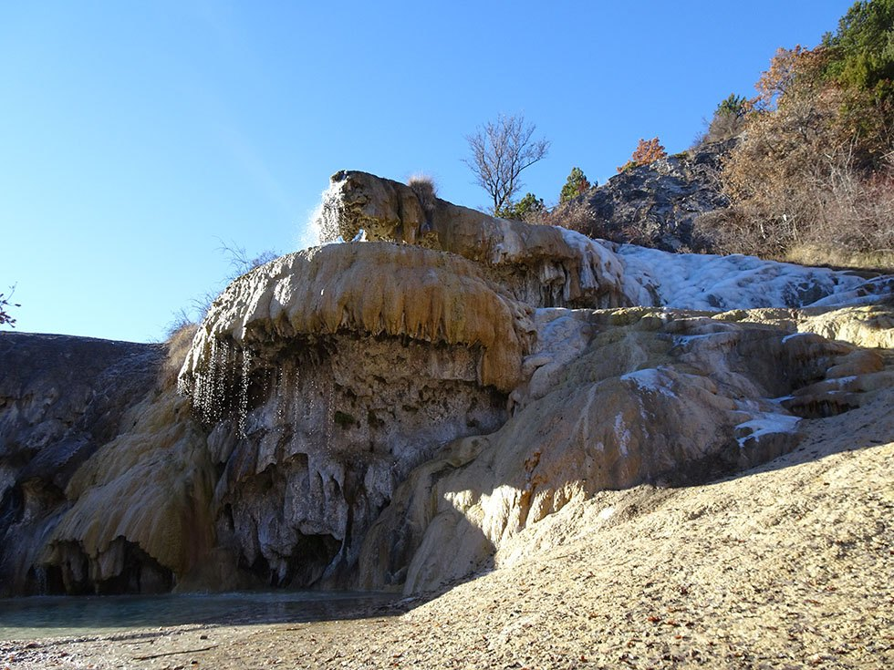 Fontaine pétrifiante en hiver