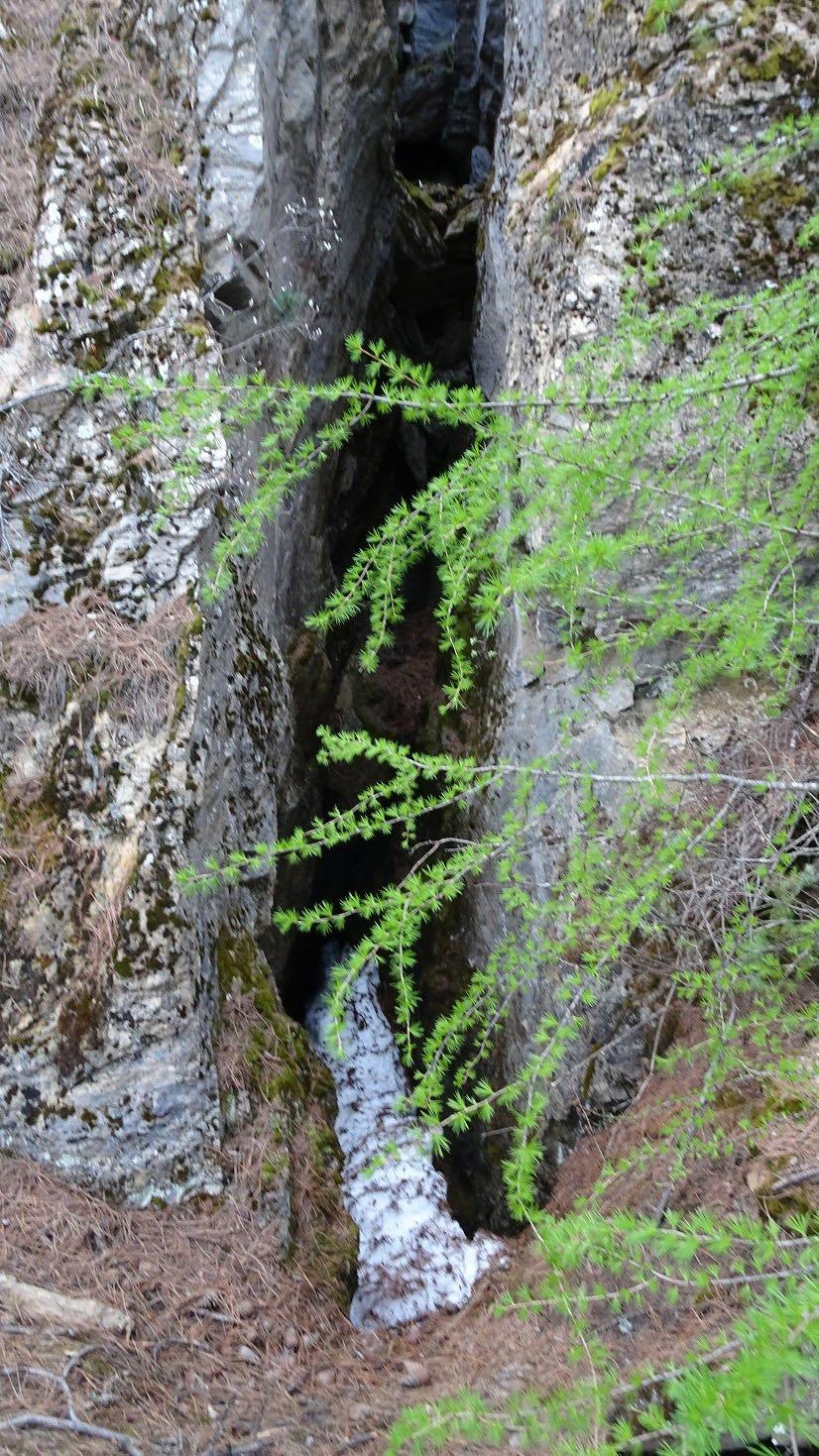 La butte des Buisonnas est un amas de roches éclatées, faillées