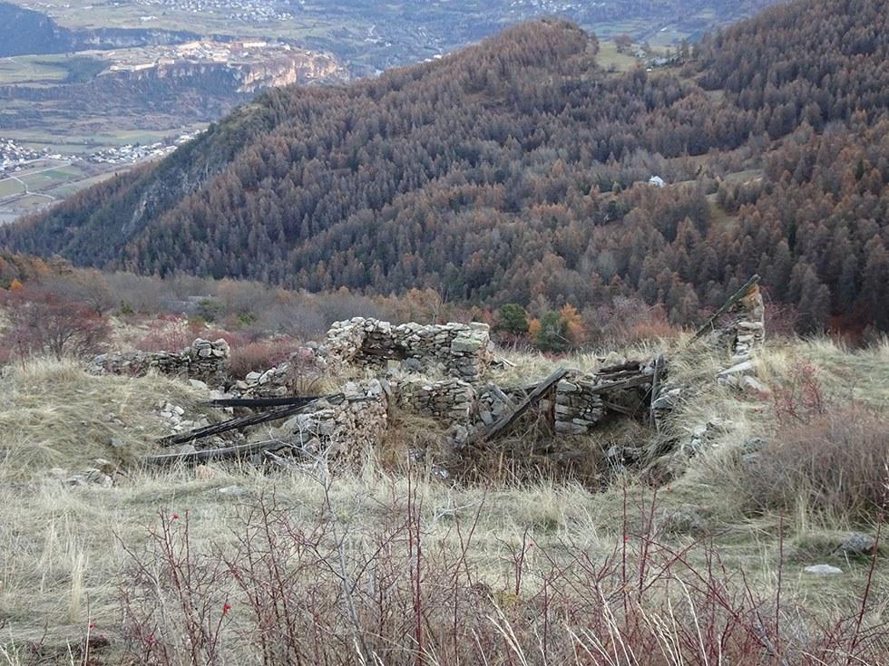 Ruines des Collombs au Pré du Bois sur le Haut Villard